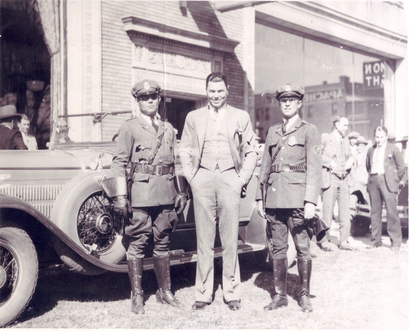 Jack_Dempsey_at__A.E._England_1930_PHOENIX_POLICE_MUSEUM_small.jpg